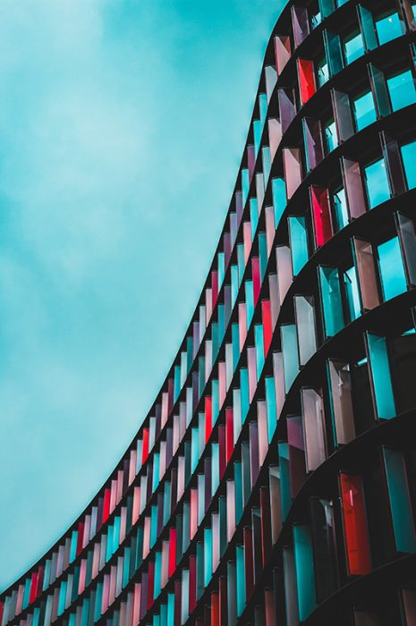 bâtiment architectural coloré
