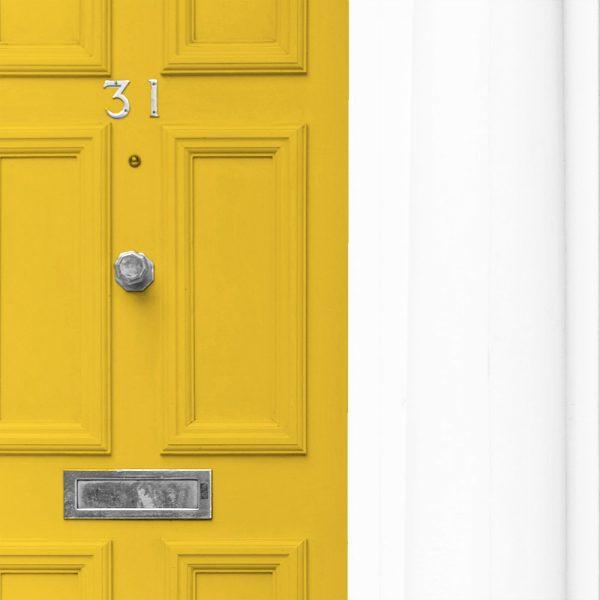 une porte jaune, couverture portfolio du projet Logivie