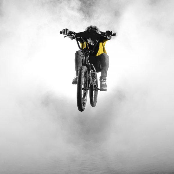 rider saut en action