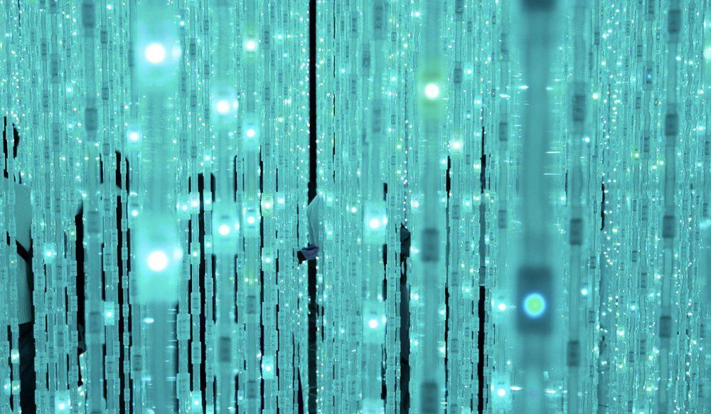 guirlande bleu créant un univers immersif