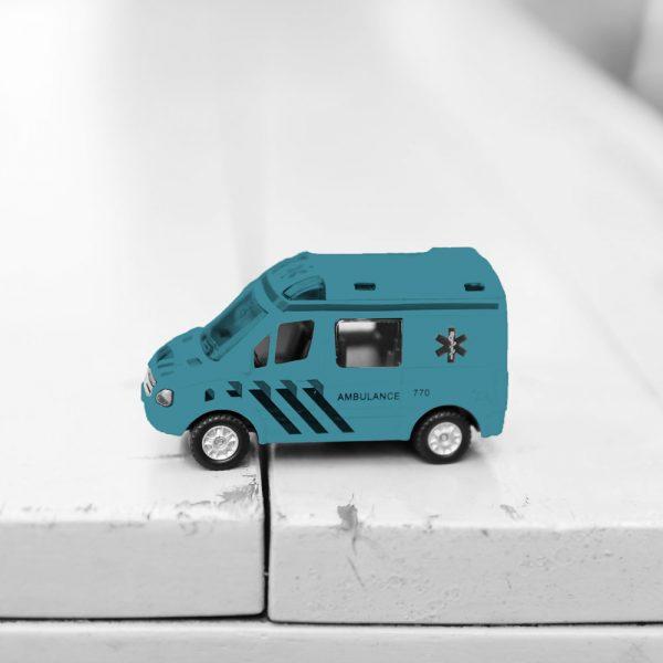 jouet pour enfant d'une petite ambulance