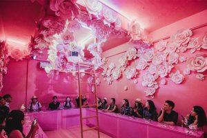 image d'un restaurant immersif rose en asie